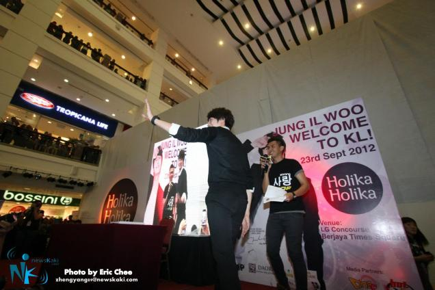 2012 9 23 Jung II-woo in Holika Holika's Fan Meet in Malaysia