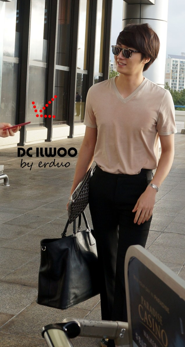 2012 9 9 Jungilwoo arrives to Japan for First Smilwoo Fan Meet 9:8:201200002