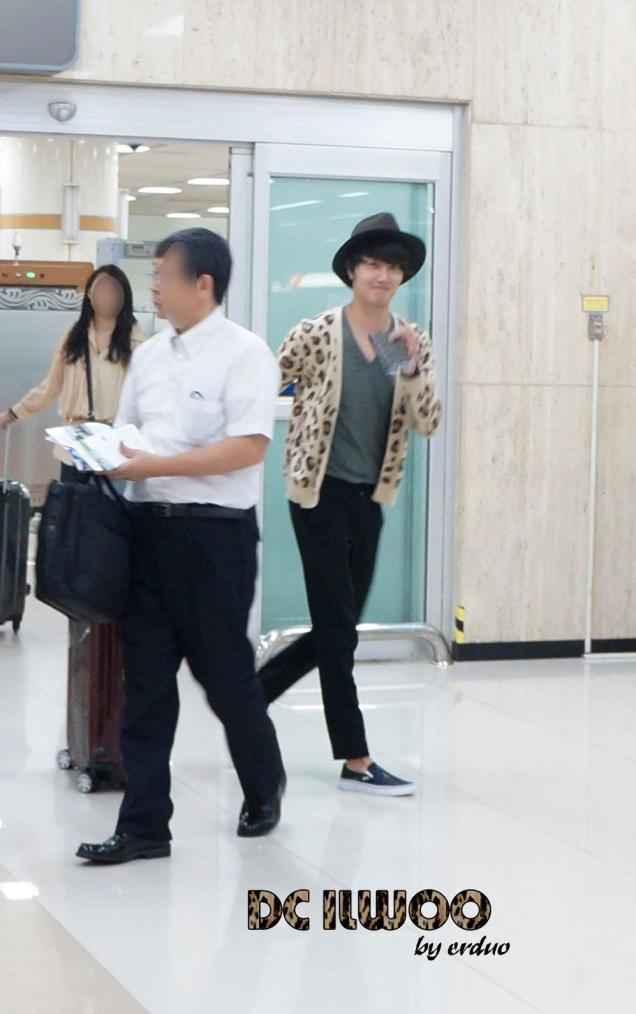 2012 9 9 Jungilwoo arrives to Japan for First Smilwoo Fan Meet 9:8:201200003