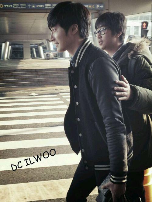 2013 1 4 Jung II-woo wins IQIYI Award from China. Airport Departure. 00002