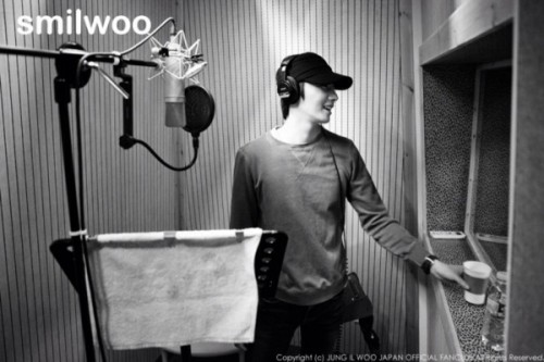 2013 2 Jung II-woo atthe recording studio preparing sound for a Fan Meet.00005