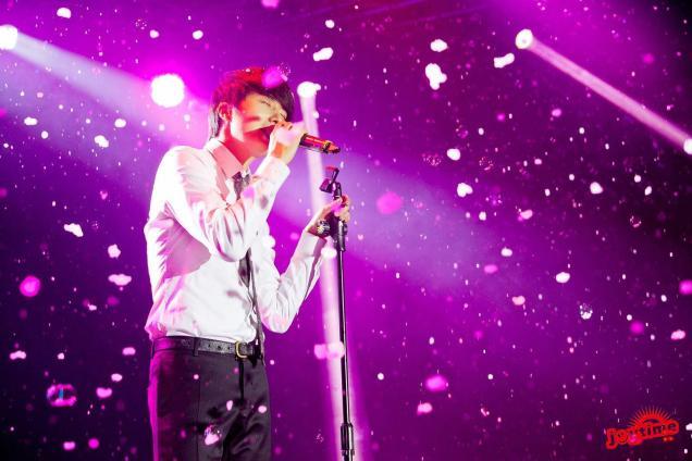 Jung II-woo at Taiwan's Fan Meeting 2012 12 8 Singing 00013