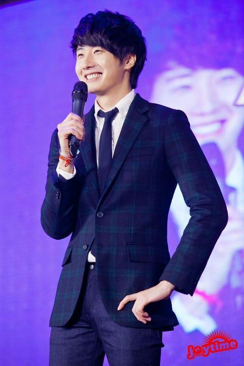 Jung II-woo at Taiwan's Fan Meeting 2012 12 8 Talking 00004