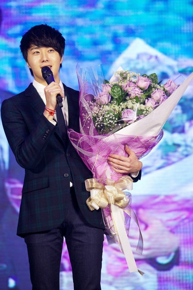 Jung II-woo at Taiwan's Fan Meeting 2012 12 8 With Fans00004