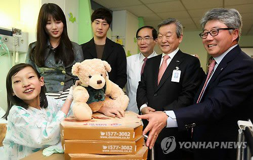 Jung II-woo participates in Domino's Hope Sharing Pizza Party.00005