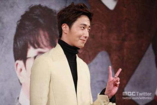 2013 10 31 Jung II-woo in the Golden Rainbow Press Conference 00045