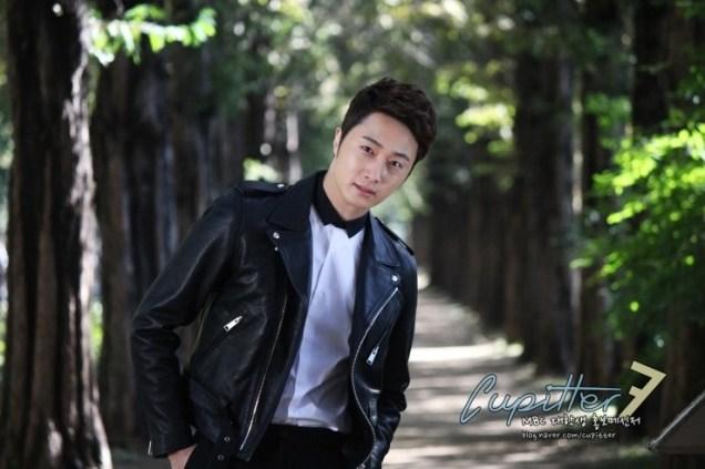 2013 10 Jung II-woo Golden Rainbow Poster Shoot Behind the Scenes Cr. MBC, Cupitter00001
