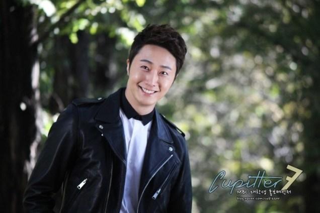 2013 10 Jung II-woo Golden Rainbow Poster Shoot Behind the Scenes Cr. MBC, Cupitter00006