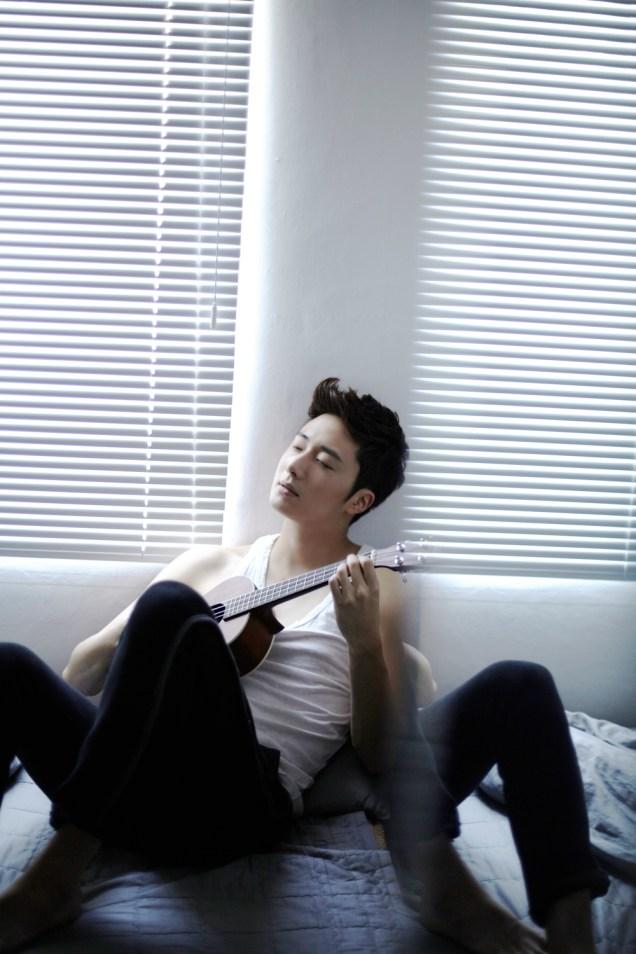 2013 10 Jung II-woo Rainbow Photo Shoot Part 4 Take a Rest00003
