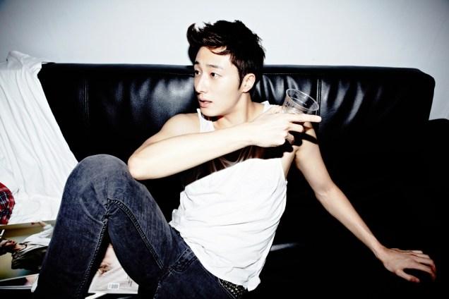 2013 10 Jung II-woo Rainbow Photo Shoot Part 4 Take a Rest00009