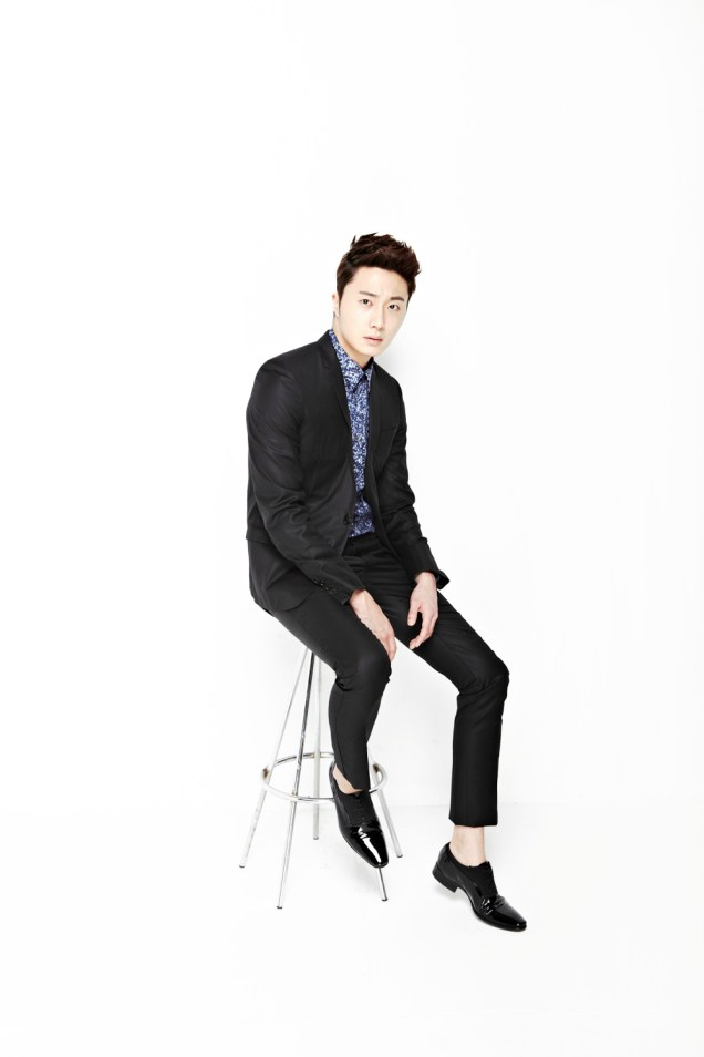 2013 10 Jung II-woo Rainbow Photo Shoot, Part 6 All about Jung II-woo. Cr. Kwon Yoon-sung00005
