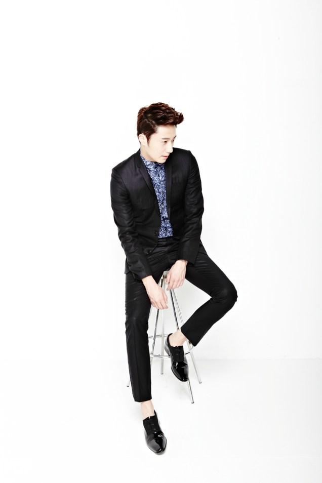2013 10 Jung II-woo Rainbow Photo Shoot, Part 6 All about Jung II-woo. Cr. Kwon Yoon-sung00008