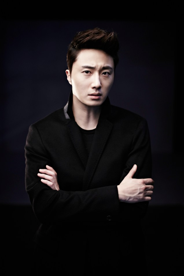 2013 10 Jung II-woo Rainbow Photo Shoot, Part 8 Black Jacket. Cr. Kwon Yoon-sung 00006