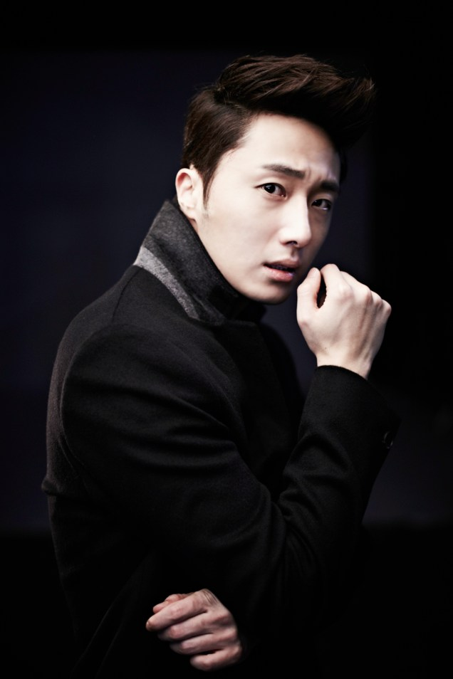 2013 10 Jung II-woo Rainbow Photo Shoot, Part 8 Black Jacket. Cr. Kwon Yoon-sung 00007
