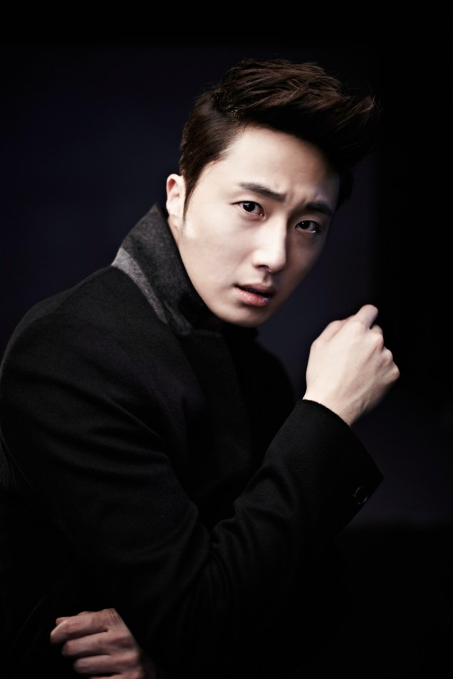 2013 10 Jung II-woo Rainbow Photo Shoot, Part 8 Black Jacket. Cr. Kwon Yoon-sung 00008