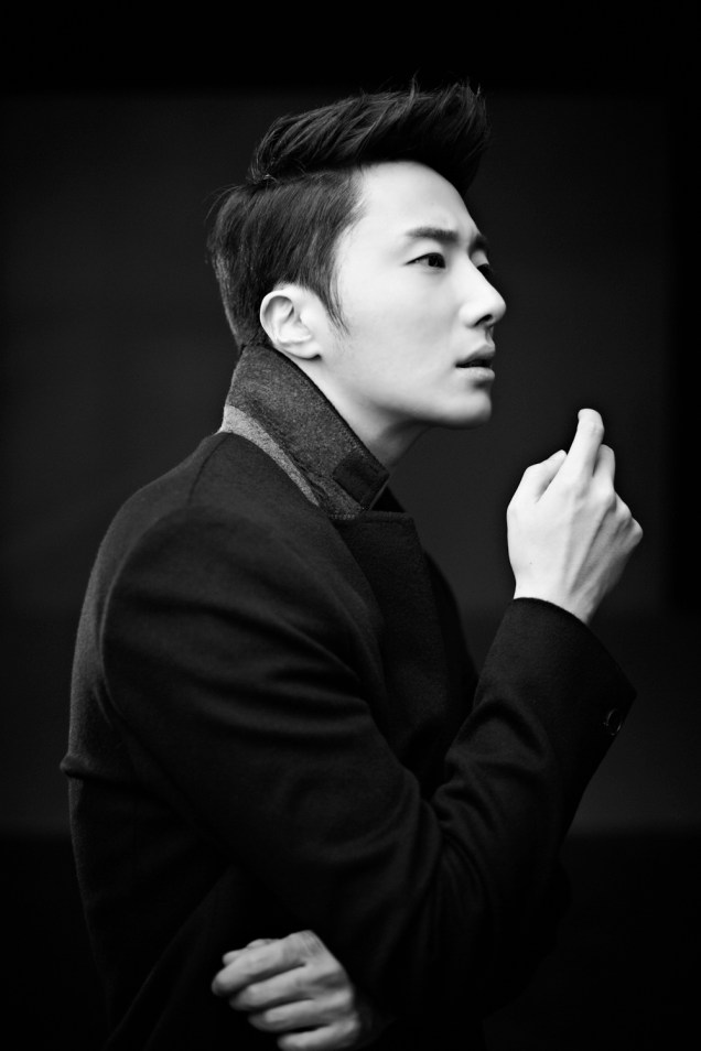 2013 10 Jung II-woo Rainbow Photo Shoot, Part 8 Black Jacket. Cr. Kwon Yoon-sung 00010