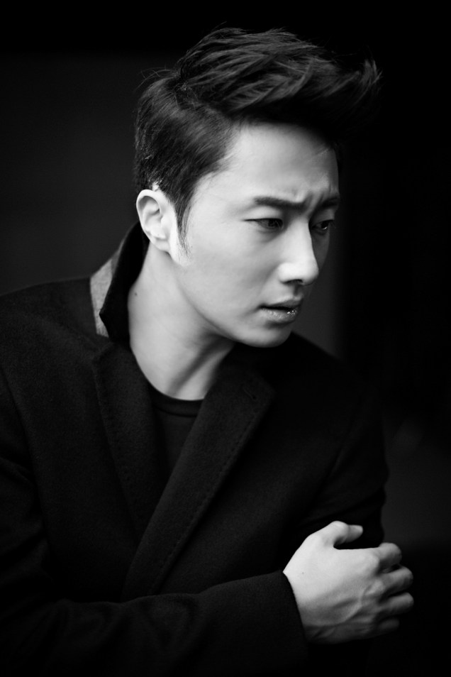 2013 10 Jung II-woo Rainbow Photo Shoot, Part 8 Black Jacket. Cr. Kwon Yoon-sung 00011