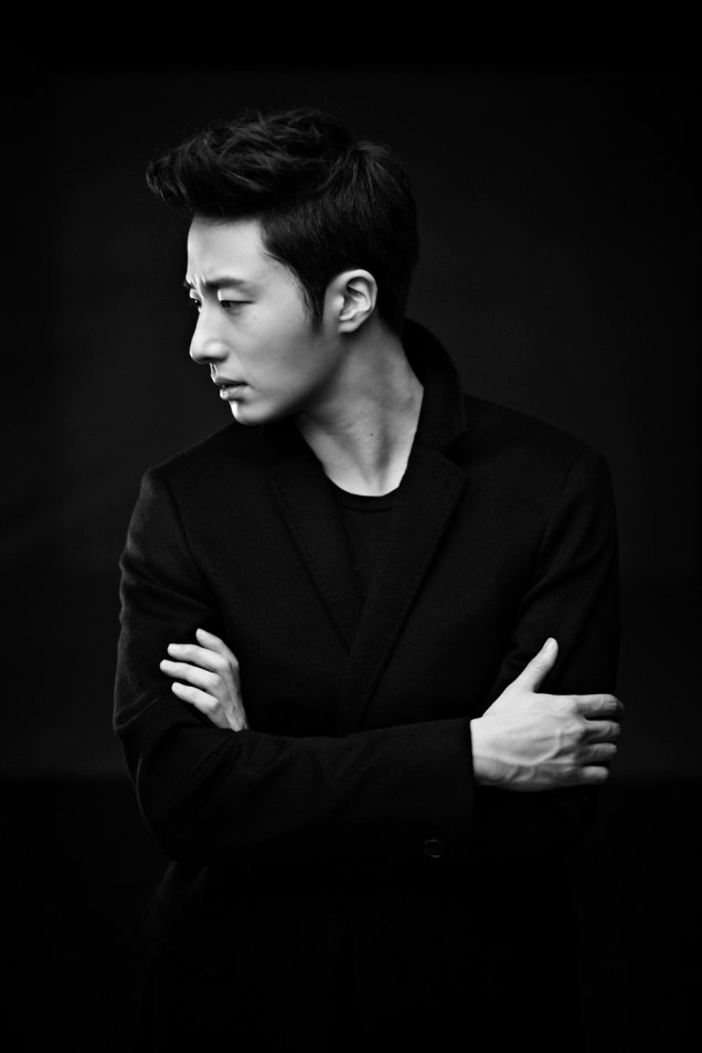 2013 10 Jung II-woo Rainbow Photo Shoot, Part 8 Black Jacket. Cr. Kwon Yoon-sung 00012