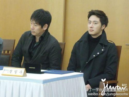 2013 11 7 Jung II-woo donates money for Hanyang University 5