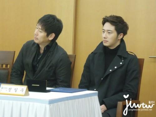 2013 11 7 Jung II-woo donates money for Hanyang University 8