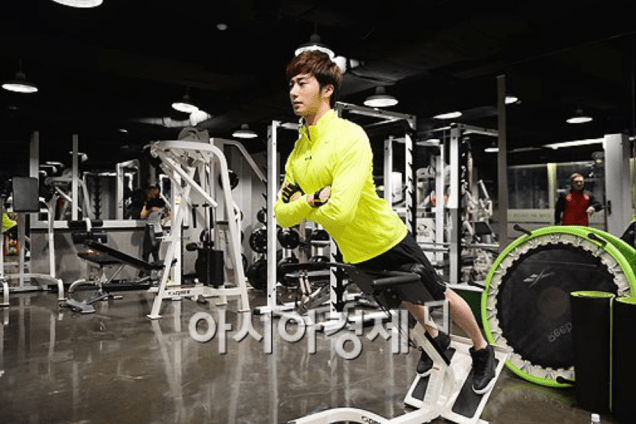 2013 12 14 Jung II-woo Exercising. Cr. asiae.co.kr3
