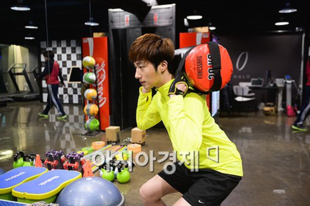 2013 12 14 Jung II-woo Exercising. Cr. asiae.co.kr4