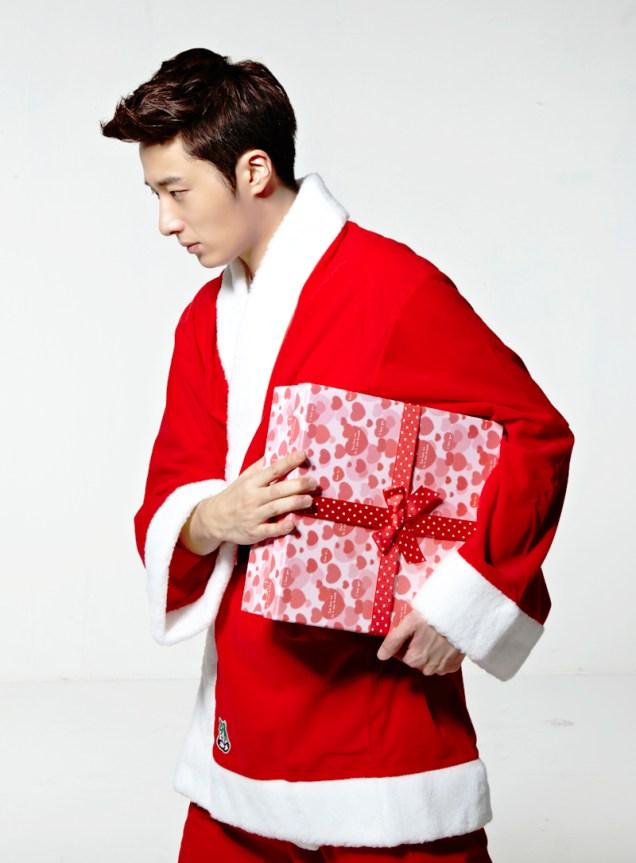 Jung II-woo as Santa. 2013 12 3