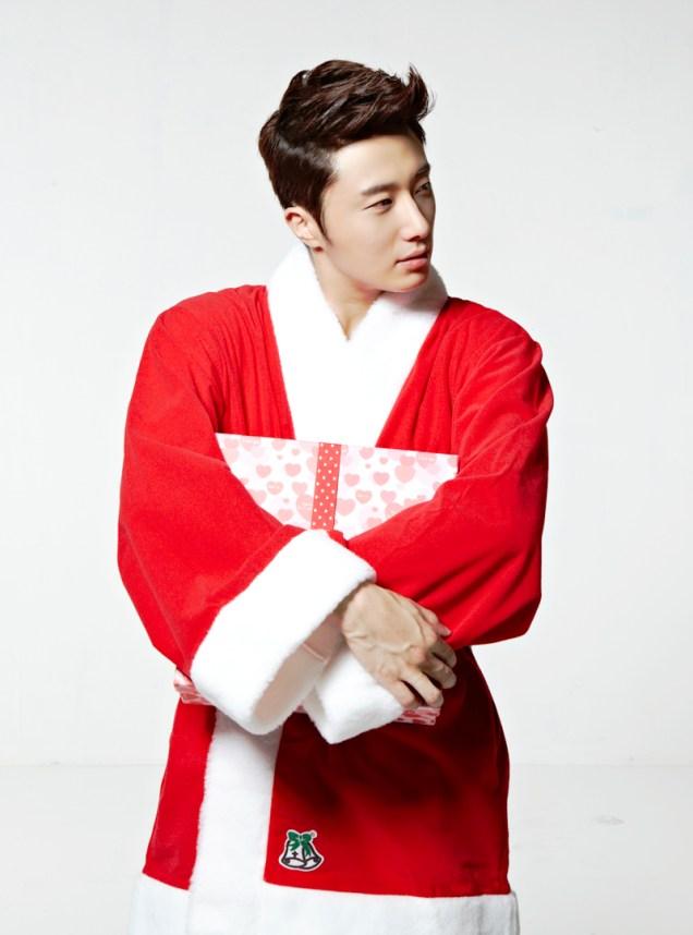Jung II-woo as Santa. 2013 12 4