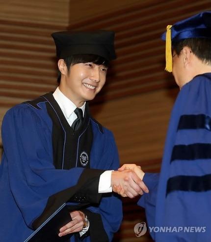 Jung II-woo's Graduation Hanyang University 2014 2 20 11