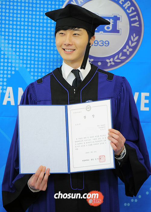 Jung II-woo's Graduation Hanyang University 2014 2 20 30
