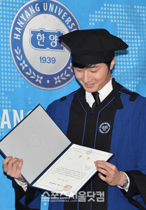 Jung II-woo's Graduation Hanyang University 2014 2 20 32