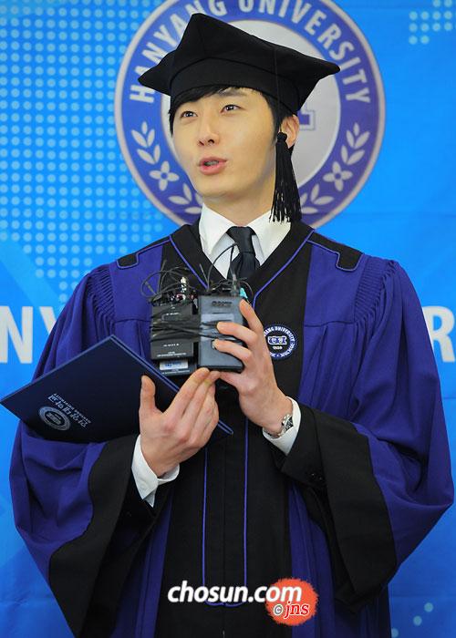 Jung II-woo's Graduation Hanyang University 2014 2 20 37