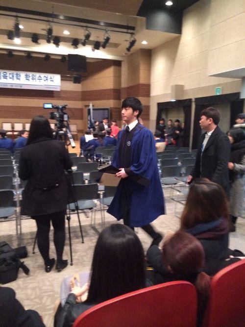 Jung II-woo's Graduation Hanyang University 2014 2 20 Fan Taken 2
