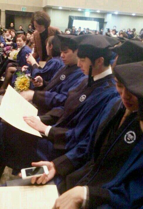 Jung II-woo's Graduation Hanyang University 2014 2 20 Fan Taken 5