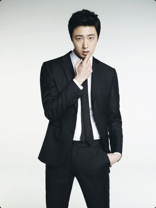 Jung Il-woo in various photos from interviews in April of 2014. 15