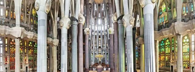 La Sagrada Familia Inside View. Cr. La Sagrada Familia.org.jpg