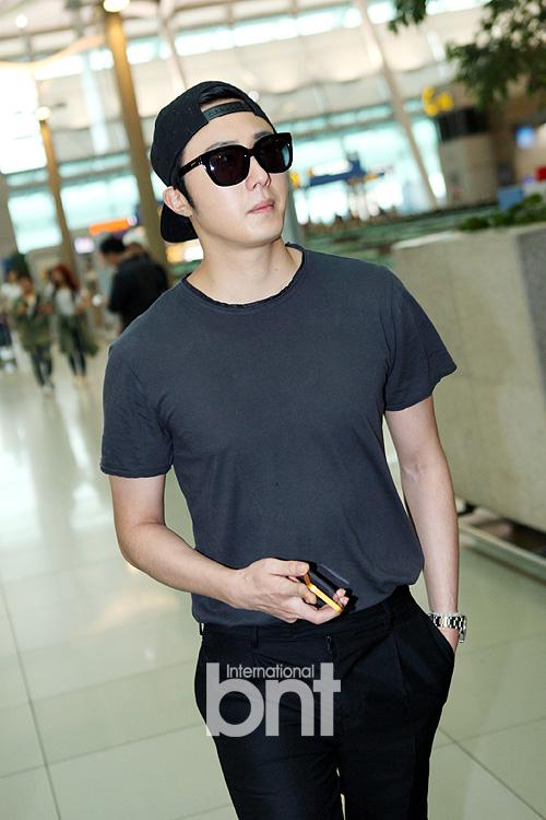 2014 5 27 Jung II-woo in Greet and Meet Holika Holika Greet and Meet Airport Arrival 1