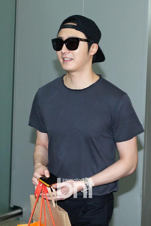 2014 5 27 Jung II-woo in Greet and Meet Holika Holika Greet and Meet Airport Arrival 14