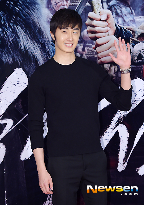 2014 7 29 Jung II-woo in the VIP presentation of Pirates. A.jpg