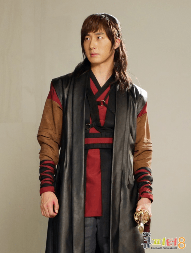 2014 7 Jung II-woo in The Night Watchman Journal Photo Shoot on the roof. Cr. Cupitter9 3
