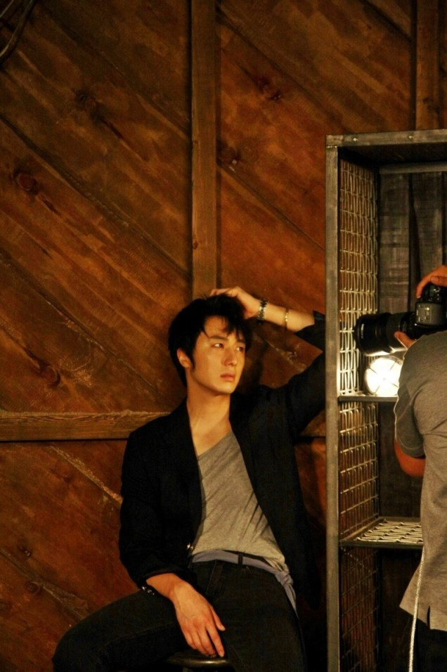 2014 7 Jung Il-woo BTS of THe Clebrity Magazine Photo Shoot. 4