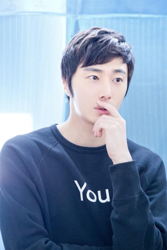 2014 8 19 Jung II-woo wearing Hanbok designed by his mom 4.jpg