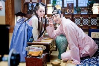 2014 8 Jung II-woo in Night Watchman's Journal BTS in Pink 13