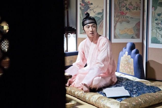 2014 8 Jung II-woo in Night Watchman's Journal BTS in Pink 17