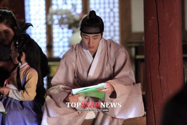 2014 9 Jung II-woo in Night Watchman's Journal Episode 10 BTS Cr.MBC 18