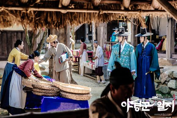 2014 9 Jung II-woo in Night Watchman's Journal Episode 10 BTS Cr.MBC 6
