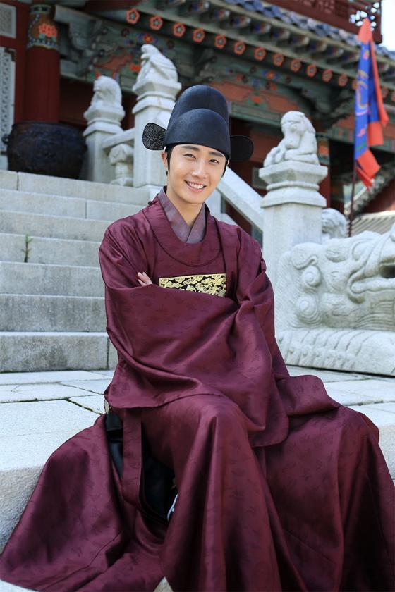 2014 9 Jung Il-woo The Night Watchman's Journal Episode 9 BTS 2.jpg