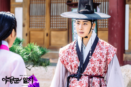 2014 9:10 Jung Il-woo in THe Night Watchman's Journal Episode 17 BTS 2 1