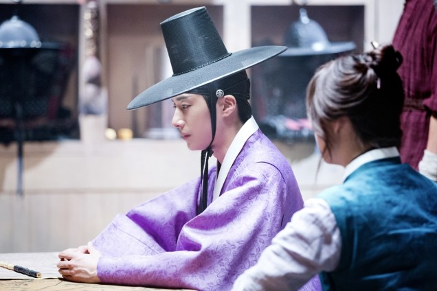 2014 9:10 Jung Il-woo in THe Night Watchman's Journal Episode 17 BTS 3 8