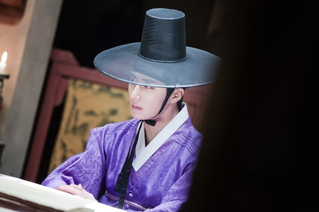 2014 9:10 Jung Il-woo in THe Night Watchman's Journal Episode 17 BTS 3 9